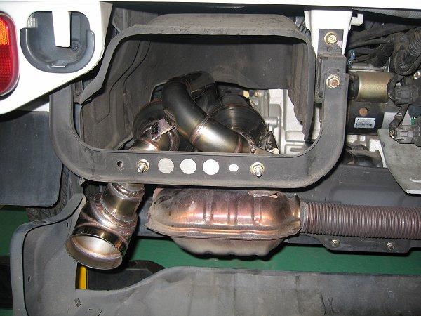スバルサンバートラック用ワンオフマフラー 内部取り付け写真 メタルスピード